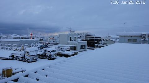 SnowingScene 120125-0730.jpg